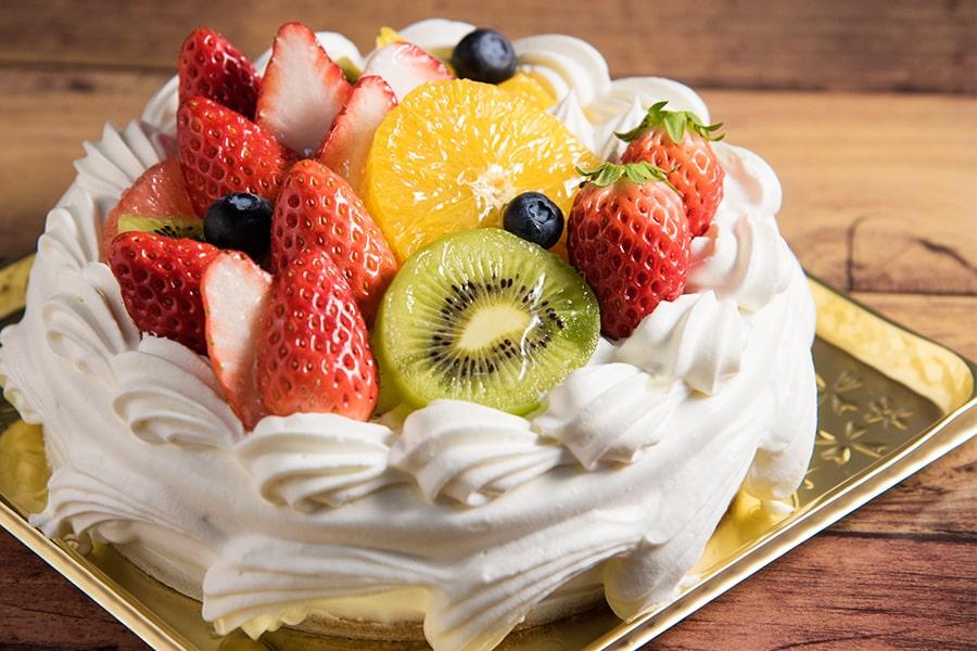 フルーツホールケーキ